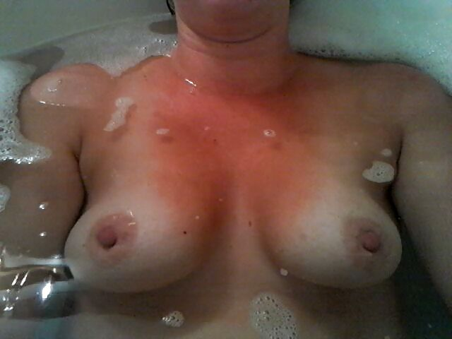 Floaters - Fat Natural Tits in Bath