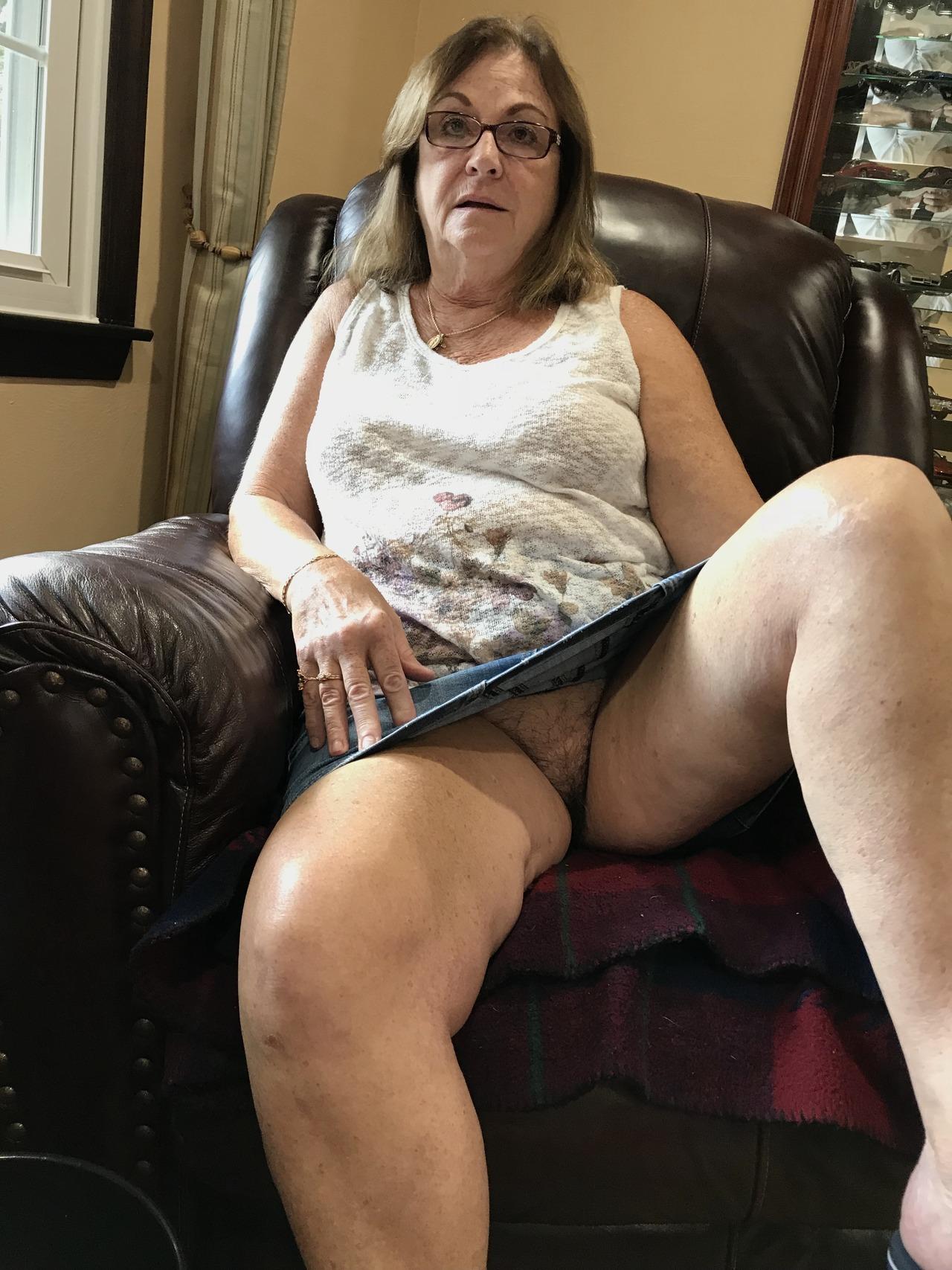 Old lady no panties