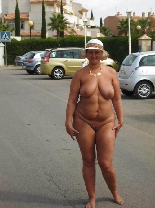 Old taned nudist