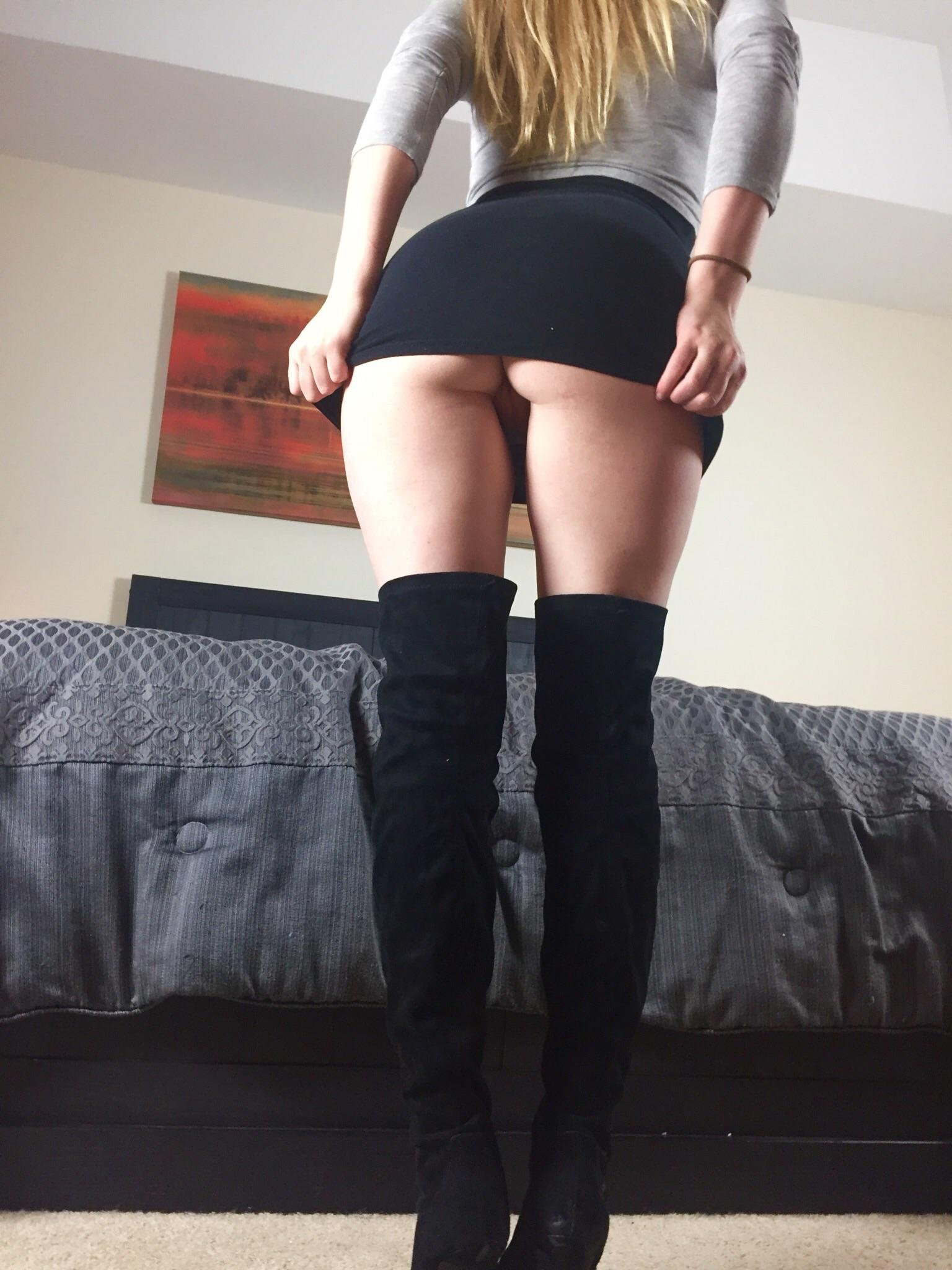 Broke out the fuck me boots [OC]