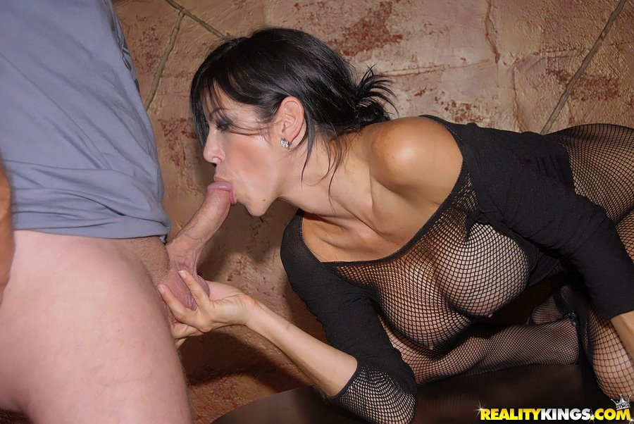 Alexis Fawx kiss a cock