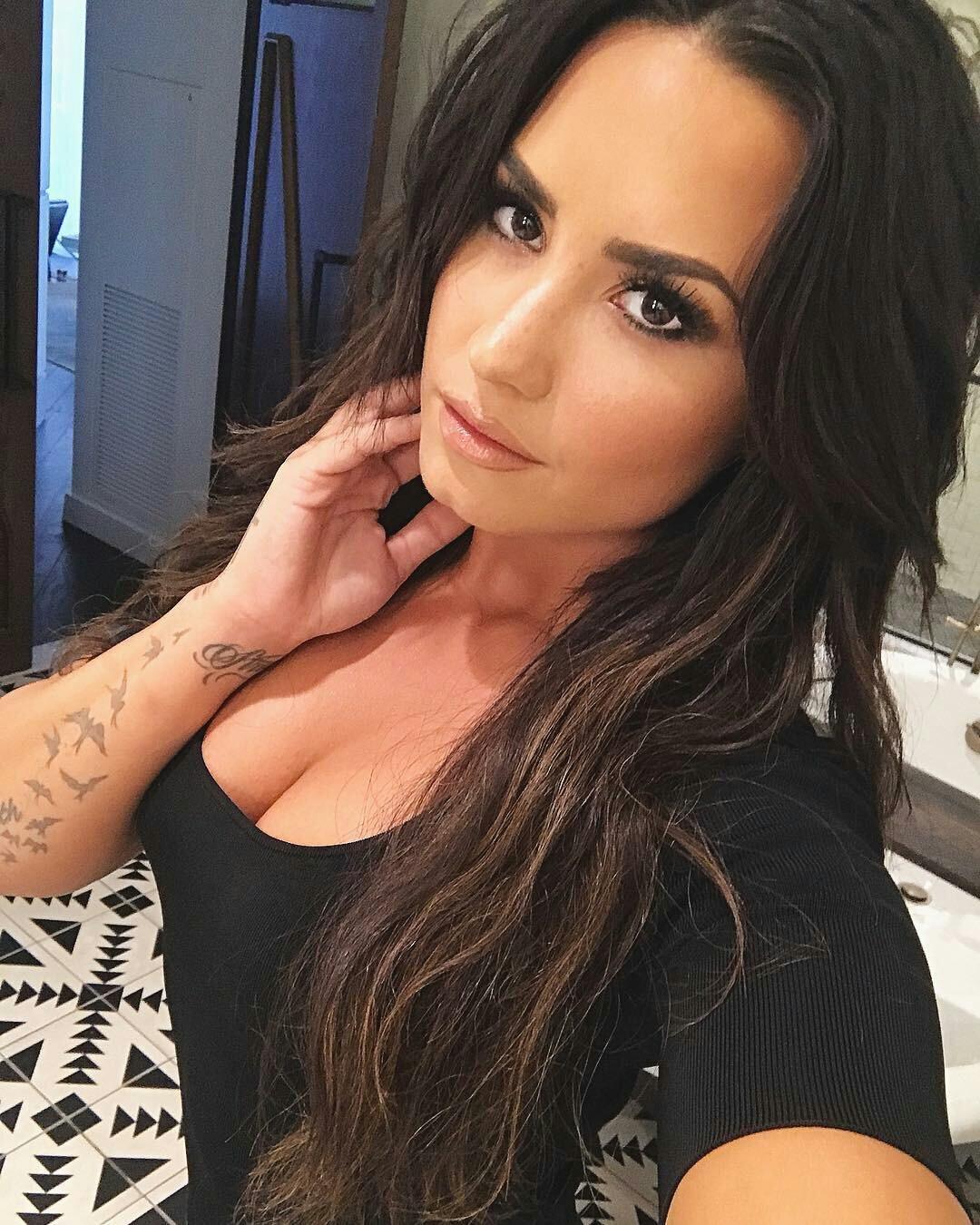 Jesus fuck I can't handle Demi Lovato