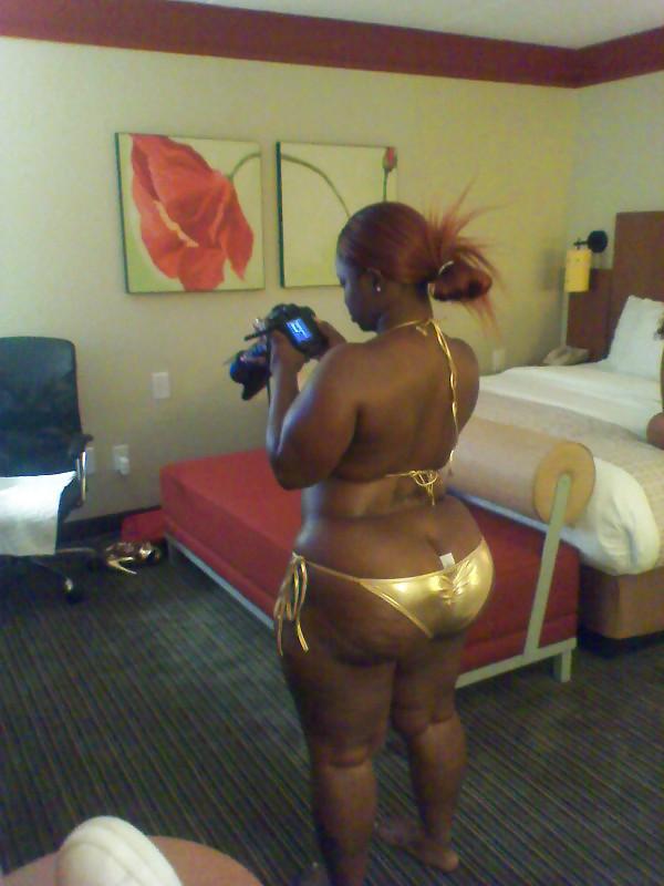 Ebony Shemale Gets Blowjob
