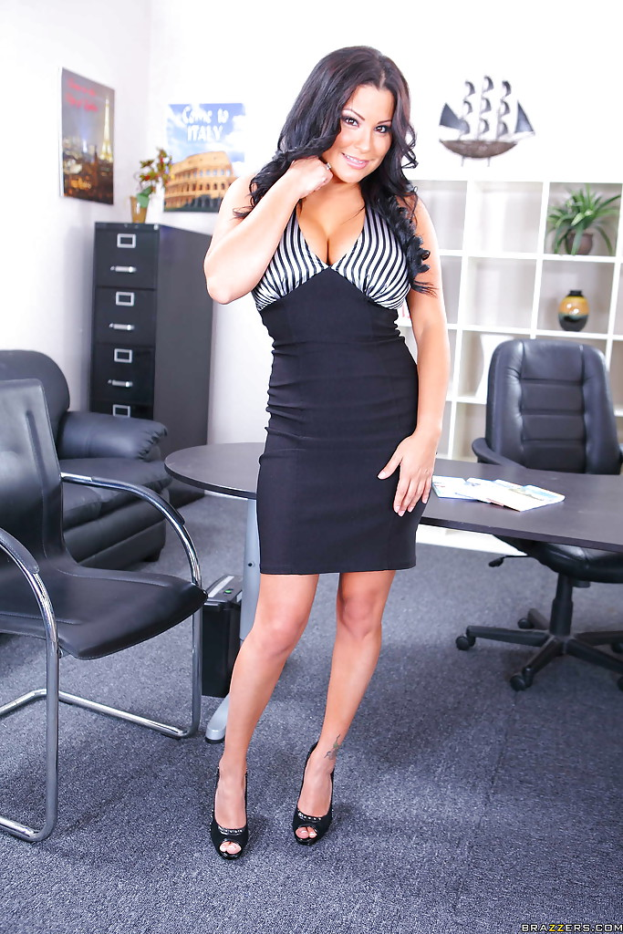 Latina milf with big tits Sophia Lomeli pleasing herself in the office
