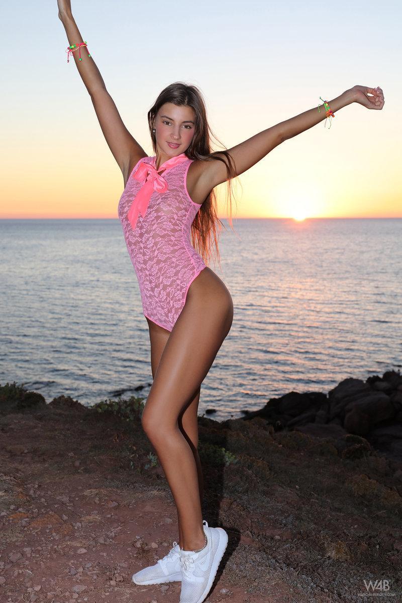 Brunette hottie Masha E gets naked and flexible on the beach