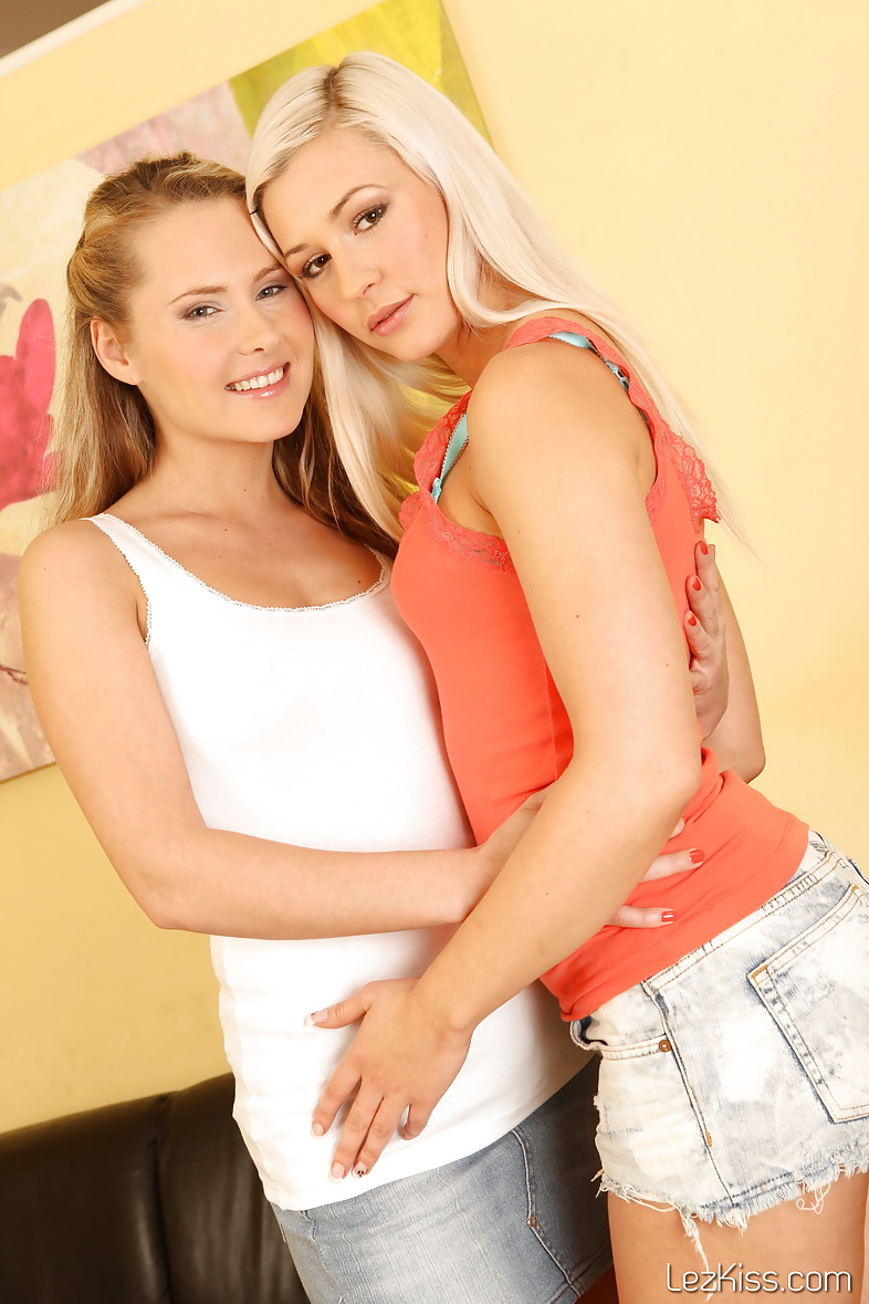 Tracy & Zuzana - Stunning babes licking pussy on couch