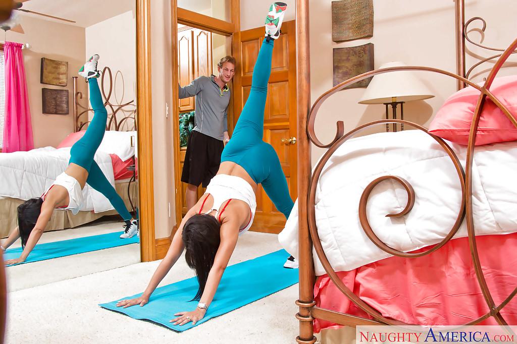 Curvy Latina mom Luna Star in yoga pants giving blowjob to big dick