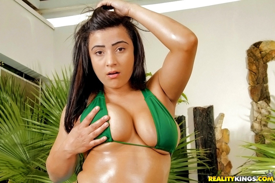 Splendid Latina fatty Suellen Machado looks thoroughly sexy in bikini