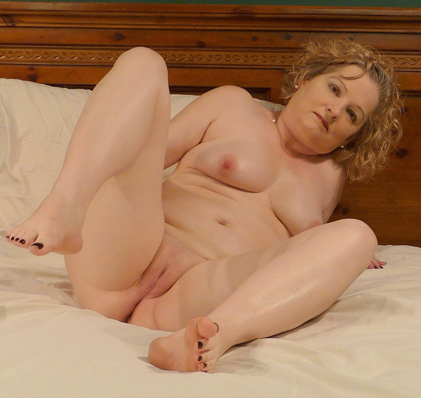 wife naked on bed
