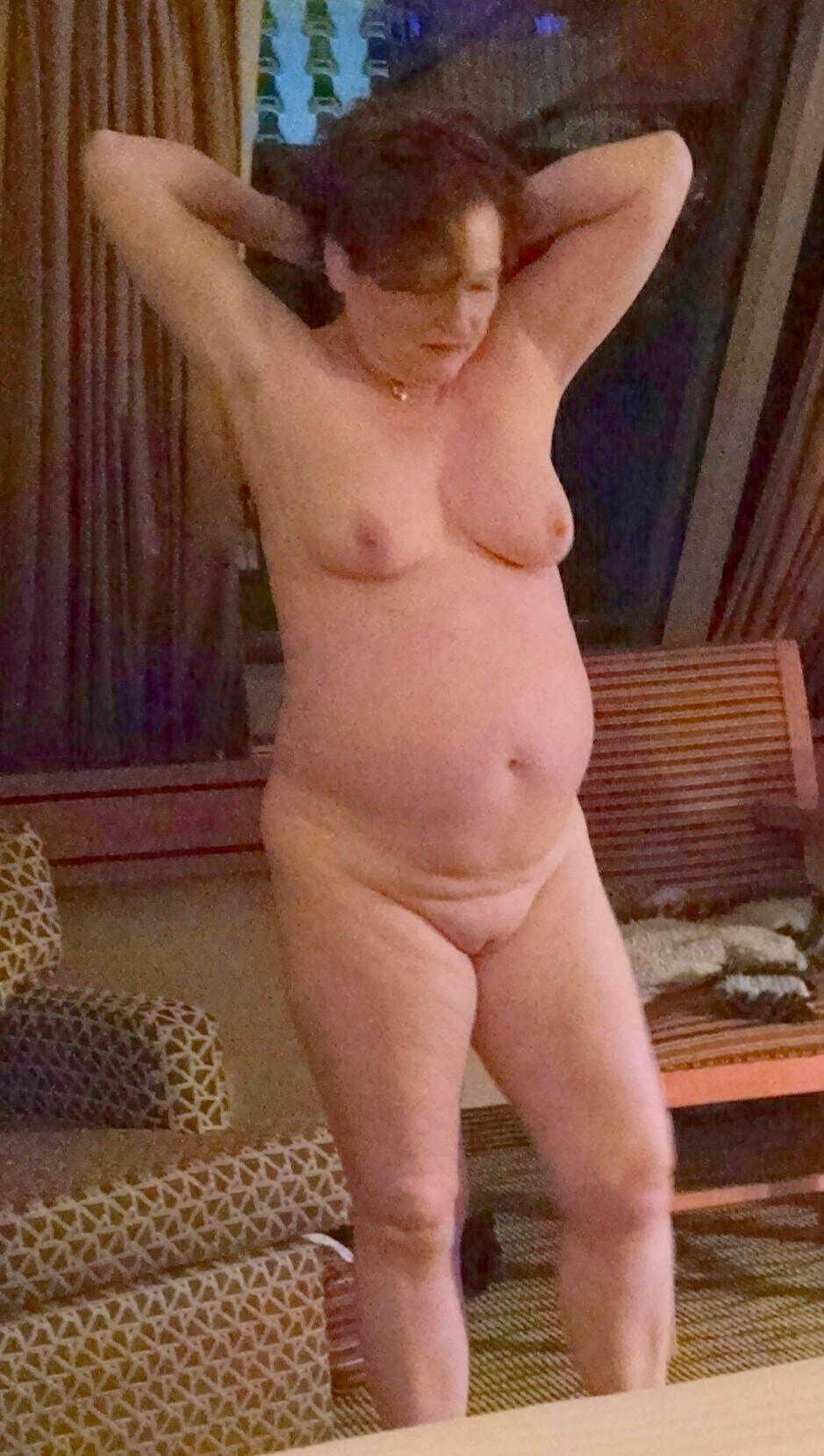 chubby wife naked in hotel-voyeur