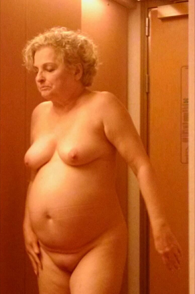 wife naked on cruise